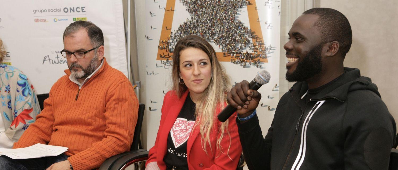 Jean Atagana junto a Victoria Sanz, ambos beneficiarios de programas financiados con la X Solidaria